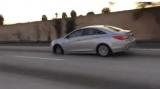 Водитель разогнался до высокой скорости, даже несмотря на потерю покрышки